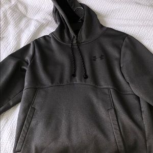 Under armor hoodie size small in men's